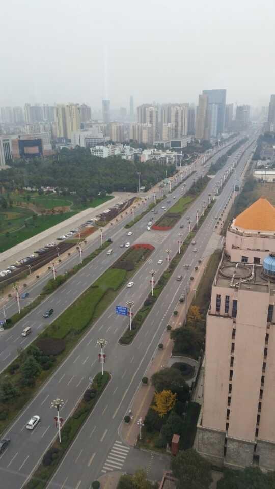 长沙要是都是这种路,到处都是这种停车场...