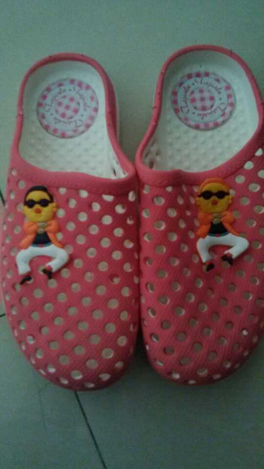 老妈买了双拖鞋……这个花纹好像在哪见过...