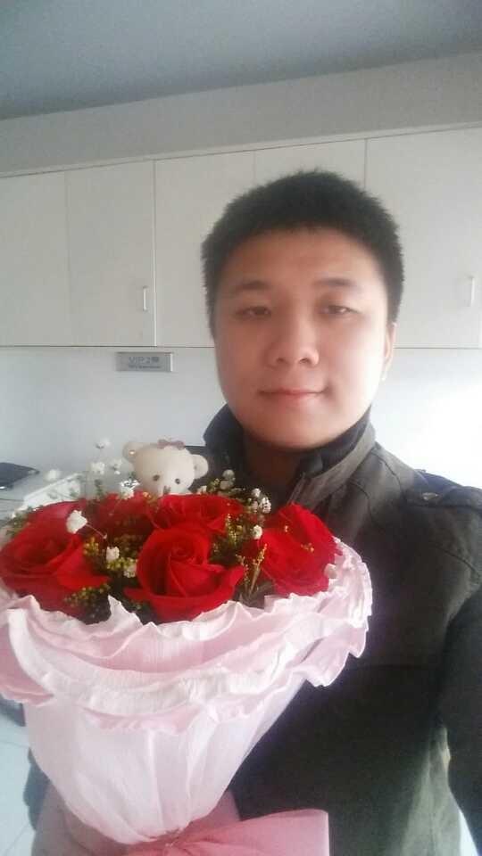 单身的人……只好自己买玫瑰花说是别人送...
