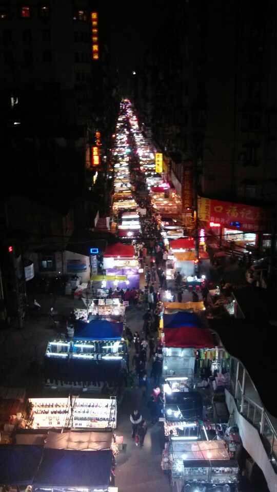 壮观的武汉夜市小摊!挤出来真不容易!