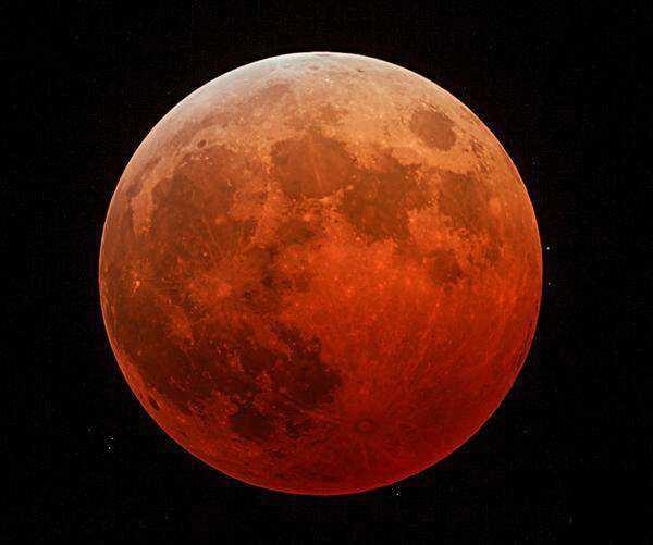 2014年10月8日最美红月食正在上演...