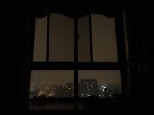 凌晨四点半,窗外蒙蒙亮。