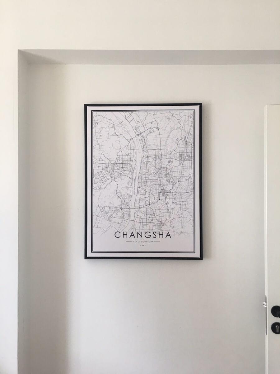 新买的画到了,挂上,好看。