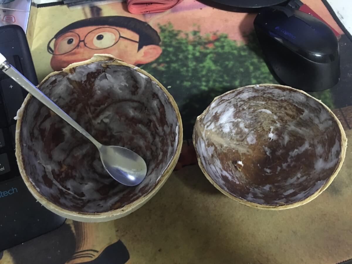 喝椰汁,吃椰肉。