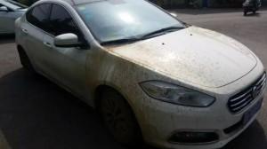 昨天不小心把车开进泥坑,陷阱去了,前轮空转下泥雨……庆幸没叫救援自己开出来了!