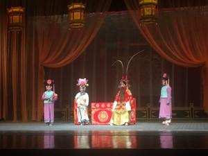 有空看看京剧也是不错的。