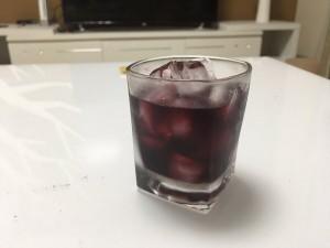 喝杯白酒交个朋友!喝杯红酒交给右手!