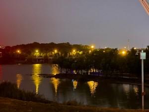 浏阳河边散步