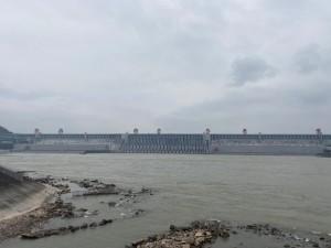 游览三峡大坝